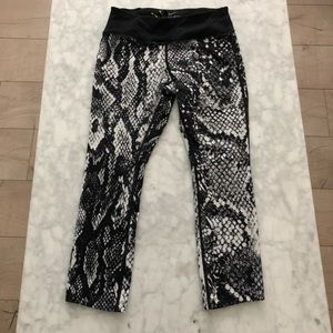 Nike Dri Fit Snake Crop Leggings